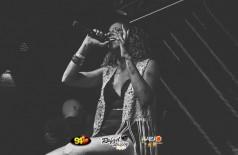 Show sertanejo com a cantora Isabel Souza na Black Pub, veja as fotos !