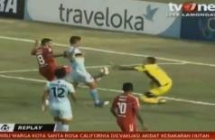 Goleiro do Persela não resistiu a colisão Foto: Reprodução/TV One