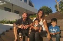 Messi e esposa confirmam que vão ser pais pela terceira vez: