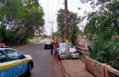 Família ficou presa no veículo depois da batida - Foto: Valdenir Rezende / Correio do Estado