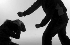 Esposa tem costela quebrada ao ser espancada por marido durante discussão
