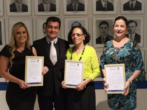 Presidente da Comissão da Cultura, o vereador Marçal Filho com as homenageadas (Foto: Eder Gonçalves)
