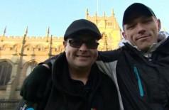 Roy e Billy se reencontraram no pátio de uma igreja mais de 20 anos após serem separados