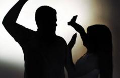 Enciumado, homem agride esposa grávida de 5 meses