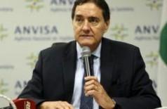 O diretor-presidente da Anvisa, Jarbas Barbosa, lança a segunda edição do Anuário Estatístico do Mercado Farmacêutico (Foto: Antonio Cruz/Agência Brasil)