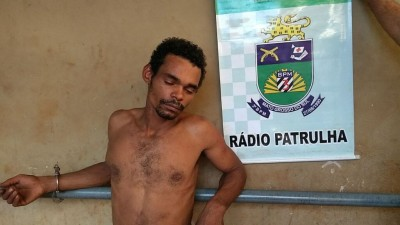 A população segurou o bandido até a chegada da polícia.  (Foto: Adilson Domingos)
