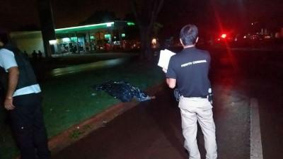 A equipe do Corpo de Bombeiros esteve no local do acidente, mas a vítima já estava morta (Fotos: Adilson Domingos)