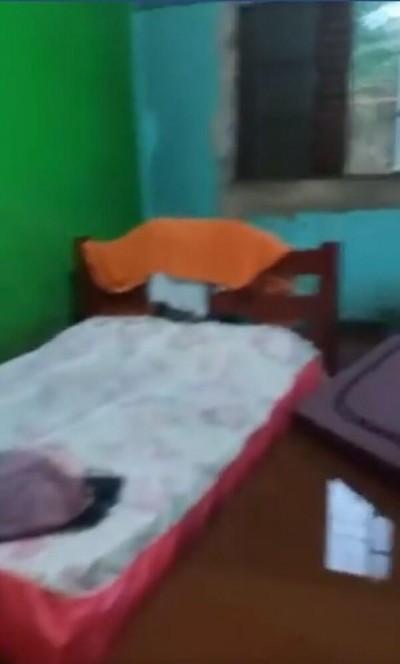 Casa ficou alagada na Vila Cachoeirinha após chuvarada de sábado (Foto: Reprodução/Facebook)