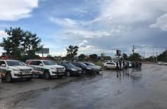 No aeroporto de Brasília, equipes policiais aguardam chegada do corpo para cortejo (Foto: 94FM)