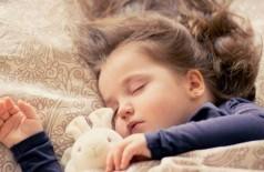 Crianças precisam dormir mais que os adultos. Foto: Pixabay
