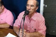 Dr. Luiz Machado, de 68 anos criou projeto para atender as população de graça (Foto: Karol Chicoski/94FM)
