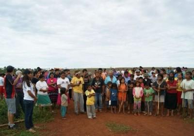 Índios enterraram corpo de adolescente na fazenda que deverá ser reintegrada ao proprietário (Foto: CaarapoNews)