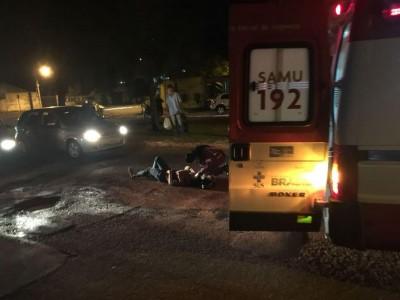 Motociclista ficou ferida após cair em buraco na Rua Antônio Emílio de Figueiredo (Foto: 94FM)