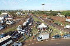 Caminhões parados em frente ao Trevo da Bandeira - Fotos de Eliel Oliveira