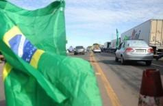 Manifestação ocorre há três dias contra política de preços da Petrobras. (Foto: Paulo Francis)