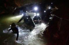 Equipes de resgate trabalham no resgate em cavernas inuncdadas da Thailândia - Foto: ROYAL THAI NAVY/AFP