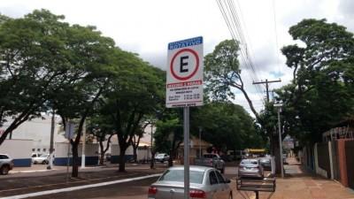 Douradense teve que pagar R$ 10 após demorar 8 minutos para retornar para o carro - Foto: Karol Chicoski/94FM