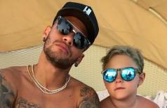 Neymar posa ao lado de Davi Lucca (Crédito: Reprodução/Instagram)