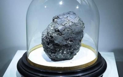 O meteorito Orgueil é uma verdadeira 'cápsula do tempo' para nos dar informações da época da formação do Sistema Solar (Foto: Reprodução/Universidade de Manchester)