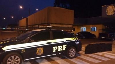 O preso e o veículo com a droga foram encaminhados a Polícia Federal de Dourados (Foto: PRF)