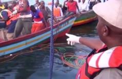 Equipes de resgate trabalham no Lago Vitória, na Tanzânia - Foto: REUTERS TV / REUTERS