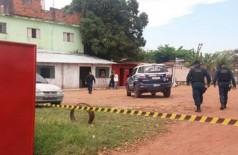 A Policia Militar isolou o local durante o trabalho dos peritos. (Foto: Diário Corumbaense)