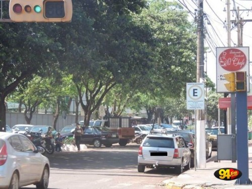 Semáforos com sinais sonoros devem ser instalados em Dourados para atender população com deficiência visual (Foto: André Bento)