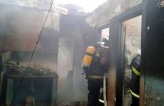 Casa foi incendiada em retaliação à morte de irmãos. - Foto: Diário Online de Corumbá