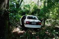 Corpos são encontrados dentro de carro abandonado em MS (Foto: reprodução/Midiamax)