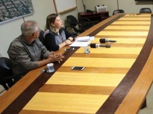 Presidente da Câmara de Dourados, vereadora Daniela Hall anunciou ter determinado cancelamento de contratos (Foto: Divulgação)