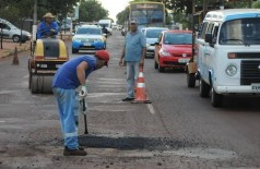 Dispensa de licitação realizada em março de 2017 para tapa-buracos emergencial é investigada pelo MPE e analisada pelo TCE (Foto: A. Frota)