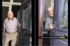 Vídeo que mostra avô recepcionando a neta na porta de casa