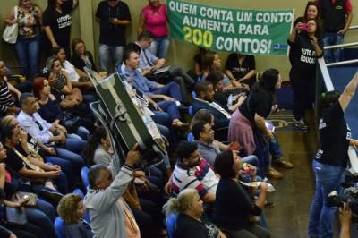 Em protesto na Câmara ocorrido meses antes da Operação Cifra Negra, manifestante satirizou algo que teria ocorrido ali mesmo sem saber (Foto: Eliel Oliveira/Arquivo)