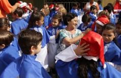 Dona Josephina cuida das crianças como se fossem netos dela (Foto: Eliel Oliveira)
