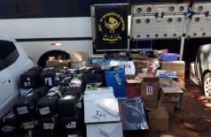Mercadorias foram levadas para a Receita Federal (Foto: Divulgação/DOF)