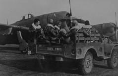 Tropas brasileiras embarcando em aviões que participariam das missões de invasão da Itália na Segunda Guerra Mundial (Foto: FAB/Fotos Públicas)