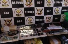 Armas, drogas e veículos roubados foram encontradas pelos policiais (Foto: Divulgação/DOF)