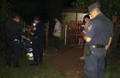 Policiais no local onde paraguaio foi morto a tiros, ontem à noite (Foto: Porã News)