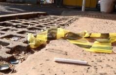 Hoje de manhã ainda era possível encontrar vestígios do assassinato (Foto: Henrique Kawaminami)