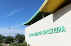 Caso foi registrado na Delegacia da Mulher, que fica na Casa da Mulher Brasileira (Foto: Henrique Kawaminami)
