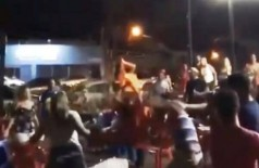 A briga aconteceu na noite de ontem (20) - (Foto: reprodução/vídeo)