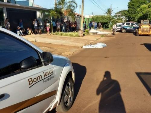 O acidente ocorreu  Rua Vereador Ataulfo de Matos, no Jardim Cuiabá na tarde de hoje (22) - (Foto: Sidnei Bronka)