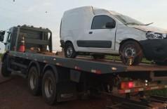 Veículo capotou durante perseguição, mas condutor conseguiu fugir (Foto: Divulgação/DOF)