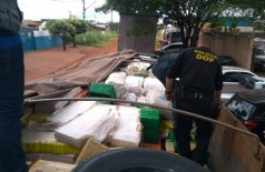 Maconha apreendida pelo DOF era transportada em caminhão conduzido por douradense (Foto: Sidnei Bronka)