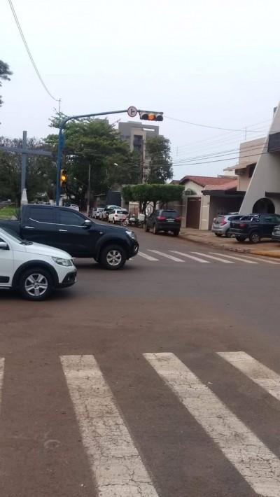 Problemas constantes em semáforos de Dourados no final de 2018 motivaram investigação do MPE (Foto: 94FM/Arquivo)