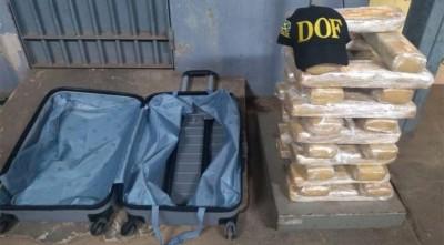 DOF prende mulher transportando droga em van de estudantes na MS-164