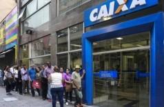 Agência da Caixa Econômica Federal: banco paga os abonos do PIS - Foto: Edilson Dantas / 02.03.2018