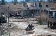 Membros das Forças de Defesa Sírias em Baghuz - Foto: FADEL SENNA / AFP