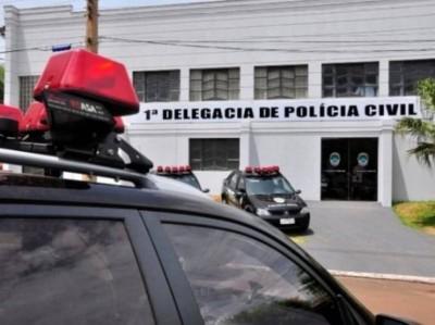 Adolescente foi levada para prestar esclarecimento na delegacia da cidade (Foto: Arquivo/Nova News)