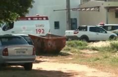 Ambulância ao lado da unidade prisional. (Foto: Arquivo JP News)